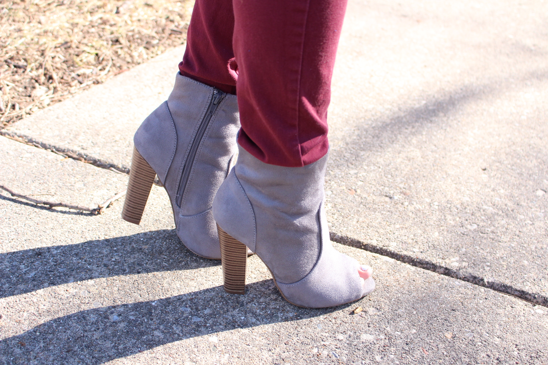 outfit gray sweater twited back burgundy jeans michael kors mk quay sunglasses ear accesories fashion nova by alejandra avila
