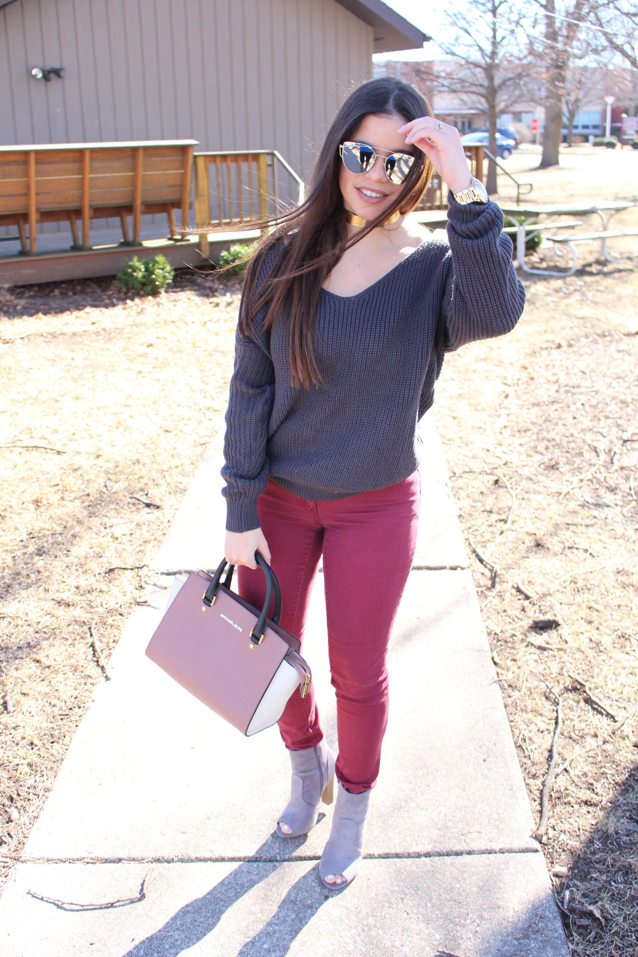 spring outfit gray sweater twited back burgundy jeans michael kors mk quay sunglasses ear accesories fashion nova by alejandra avila