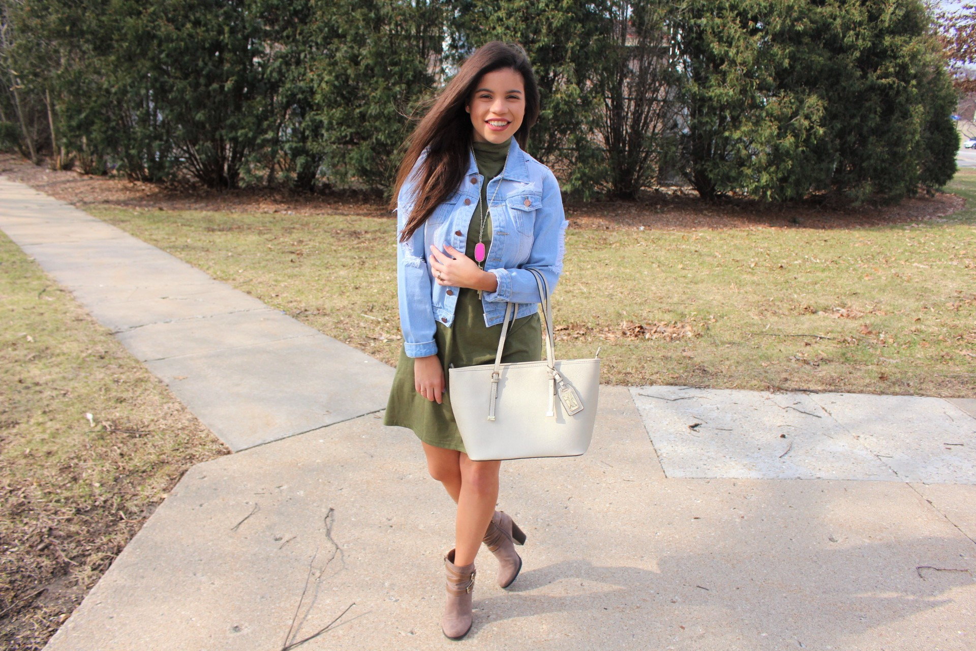 makeme chic military dress ootd jean jacket ALDO spring outfit handbag accesories ripped jean jacket perfect spring outfit olive dress outfit ootn spring by alejandra avila