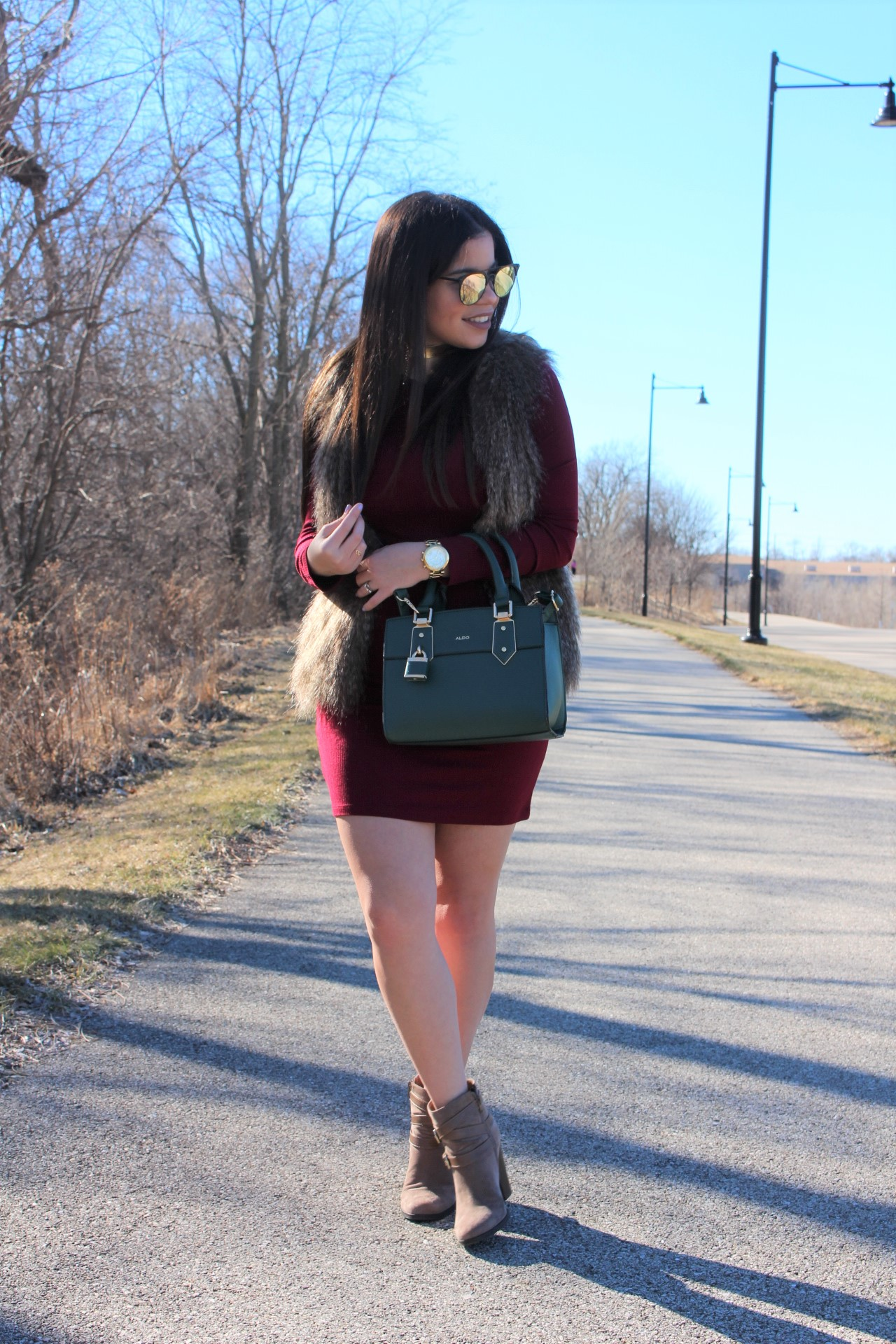 vestido vinotinto burgundy dress quay sunglasses aldo handbag fall winter spring outfit aldo green handbag michael kors watch justfab booties casual outfit mkby alejandra avila tufashionpetite
